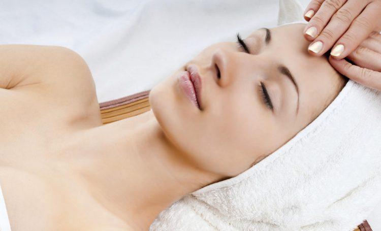 Massage da mặt đúng cách sẽ giúp cho da được thư giãn hơn