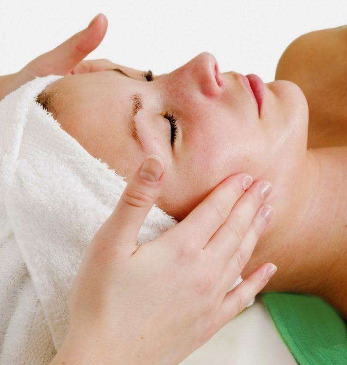 Dịch vụ massage mặt tại Spa đang rất được quan tâm