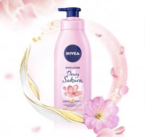 Sữa dưỡng thể dưỡng trắng da Nivea Dewy Sakura với công thức lưu hương độc đáo