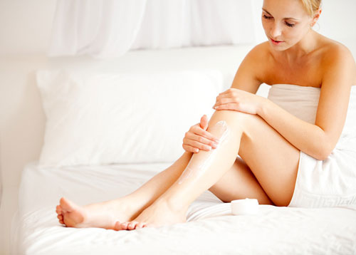 Thoa kem kết hợp massage trên da