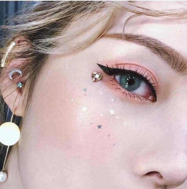 Kẻ mắt mèo thần thánh với gel kẻ mắt của Tonymoly