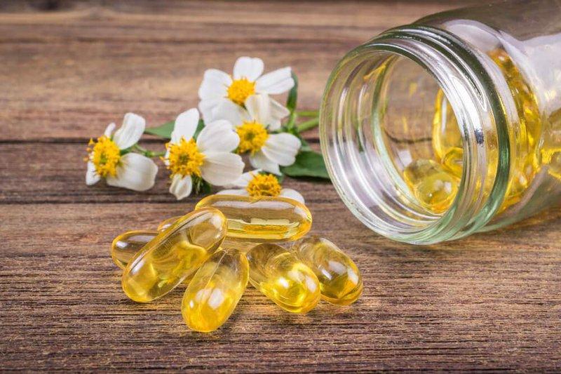Vitamin E giúp trị sẹo thâm ở chân