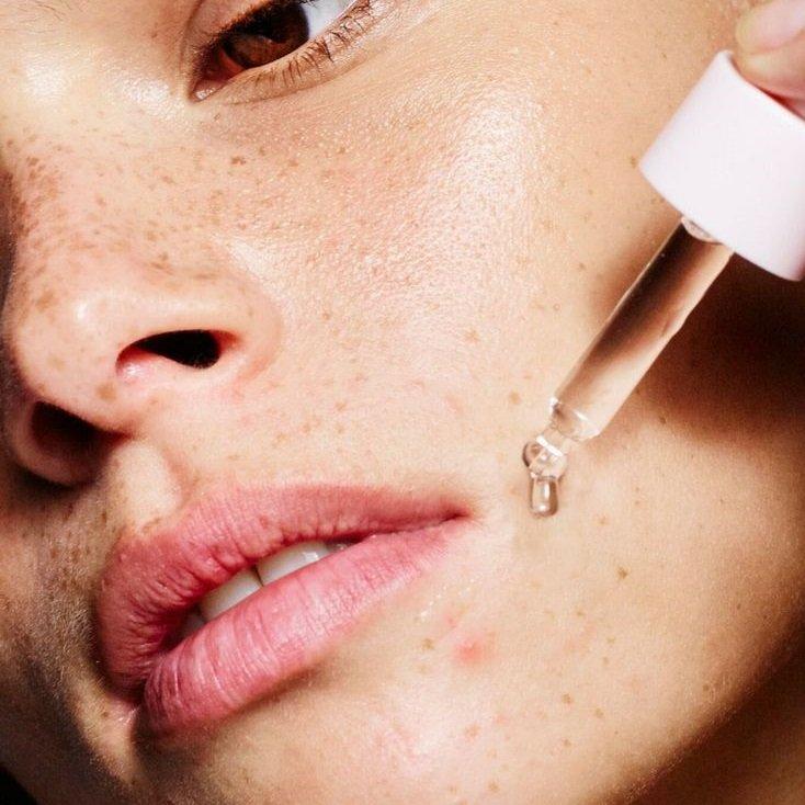 Sử dụng serum phục hồi da với liều lượng vừa đủ