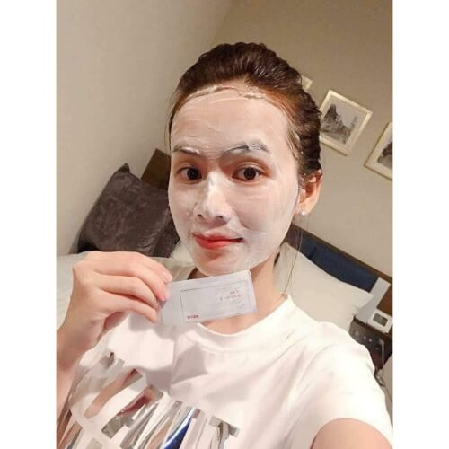 Mặt nạ với nhiều thành phần dưỡng da và làm sạch da