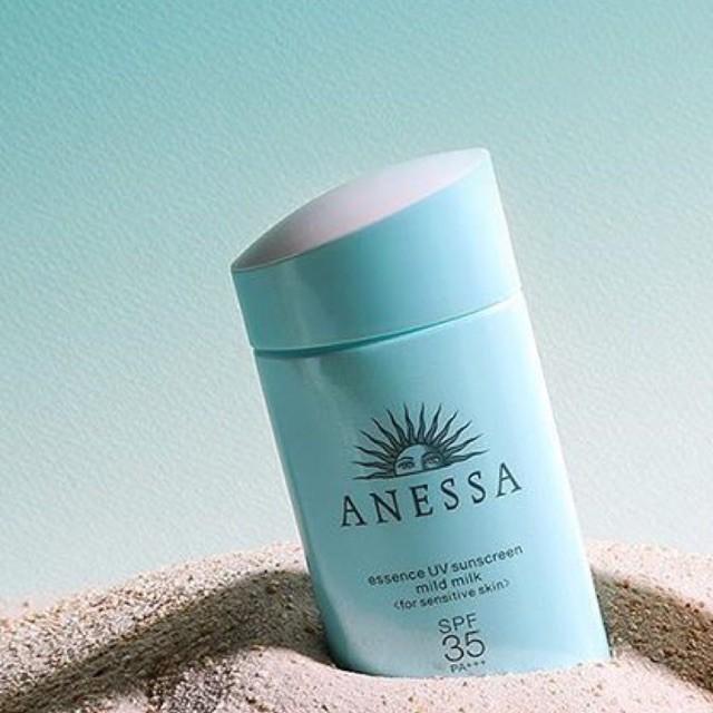 Sử dụng đều đặn kem chống nắng mỗi ngày sẽ bảo vệ làn da khỏi tác động xấu của Mặt trời.