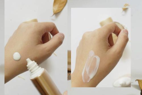 Nhờ vào dạng sữa lỏng mà kem thẩm thấu rất nhanh, không gây nhờn rít hay để lại vệt trắng khó chịu.