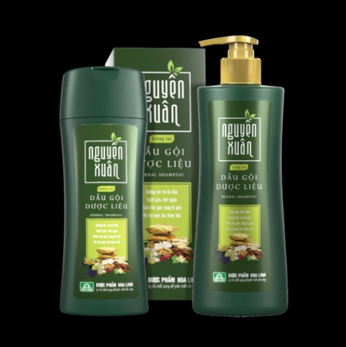 Phiên bản dầu gội Nguyên Xuân vỏ xanh thích hợp cho những ai có da đầu khô, tóc yếu dễ gãy rụng.