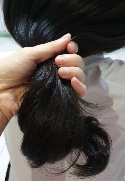 Dầu gội đầu Nguyên Xuân sẽ đem đến một mái tóc chắc khỏe, óng mượt.