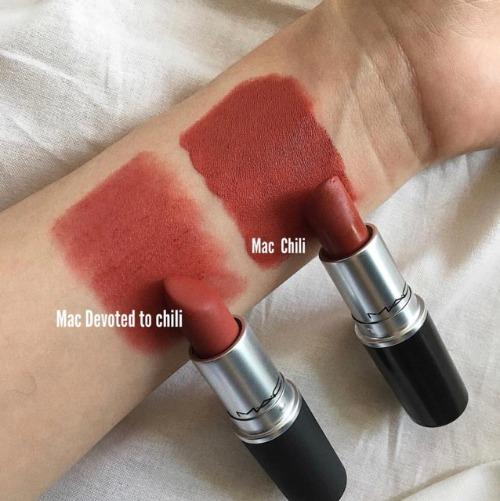 So sánh hai màu son MAC Chili.