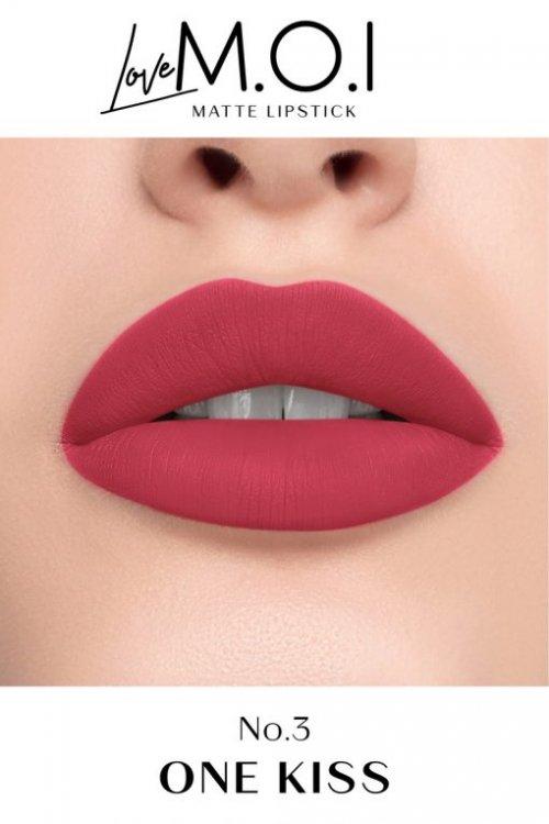 Khi đánh màu son M.O.I One Kiss này lên môi, chắc chắn ai nhìn bạn cũng sẽ đều muốn hôn thôi.