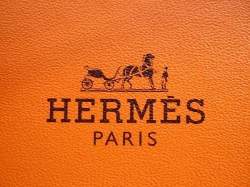 Thương hiệu Hermes lần đầu tung ra bộ sưu tập son môi khiến giới nghiện làm đẹp chao đảo.