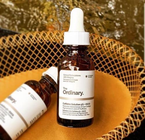 Serum giúp làm giảm thâm quầng mắt, xẹp bọng mắt và cải thiện vùng da nhạy cảm, mỏng manh.