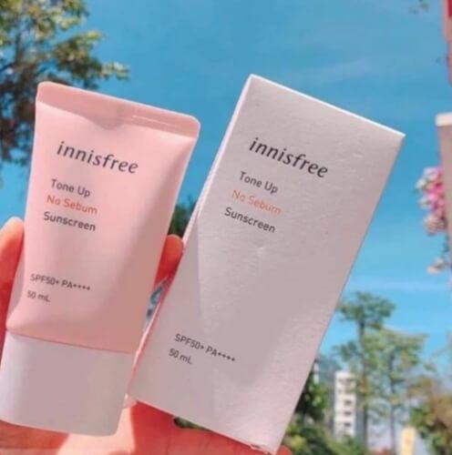 Tác dụng nâng tông của kem sẽ thêm hiệu quả khi nàng dưỡng ẩm kỹ cho da.