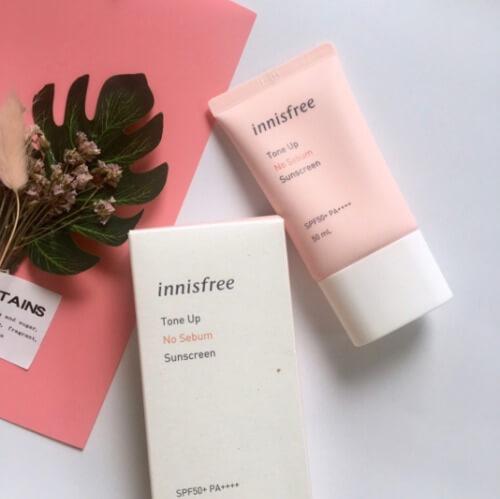 Kem chống nắng Innisfree màu hồng có bảng thành phần an toàn với nhiều hợp chất tốt giúp bảo vệ da khỏi ánh nắng mặt trời.