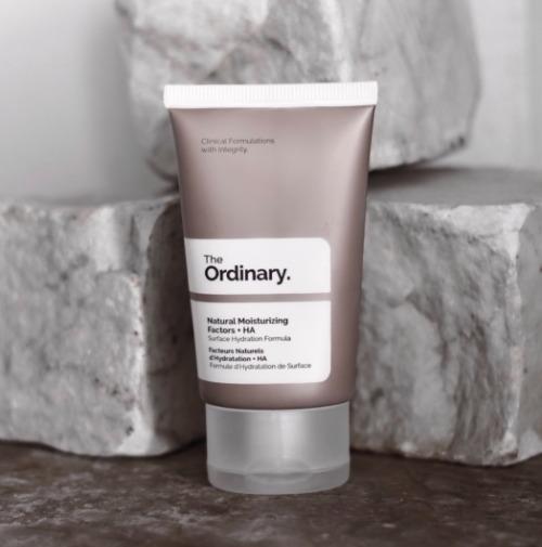 Nếu đang tìm kiếm một sản phẩm chuyên sâu trong dưỡng ẩm thì The Ordinary Natural Moisturizing Factors + HA là lựa chọn khá ổn đó!