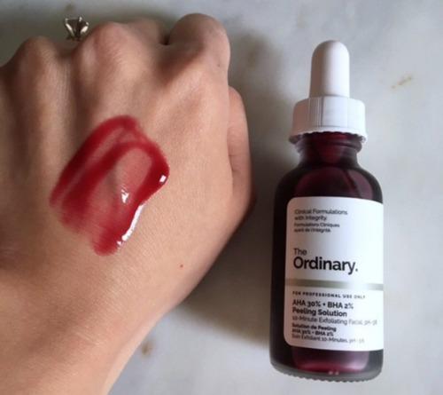 Chất serum dễ thấm, gây châm chích nhẹ ở lần đầu sử dụng.
