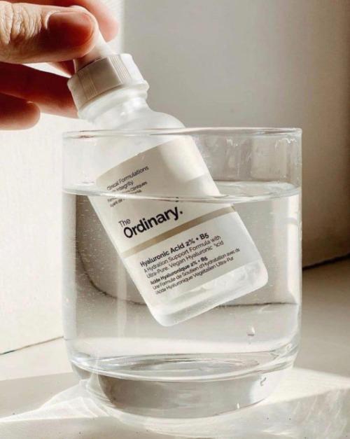 Chai serum The Ordinary Hyaluronic ACID 2% + B5 - một loại tinh chất dưỡng ẩm hàng đầu nhà TO.