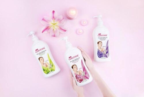 Sữa tắm Gervenne có ba mùi hương lily khác nhau để chị em thoải mái lựa chọn.
