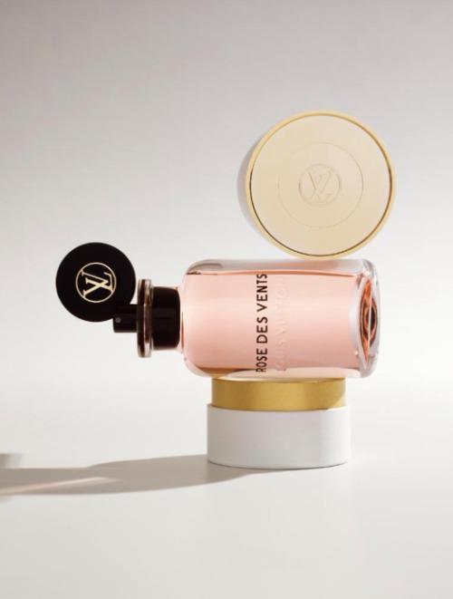 Nồng nàn với hoa hồng trong nước hoa Louis Vuitton Rose des Vents.