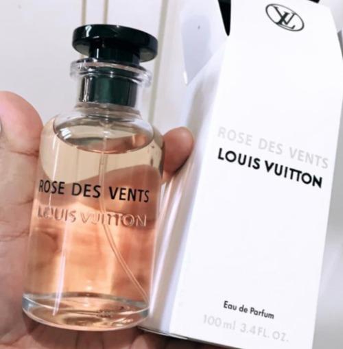 Rose des Vents mở màn cho Les Parfums, đồng thời cũng là chai nước hoa Louis Vuitton ấn tượng nhất đối với mình.