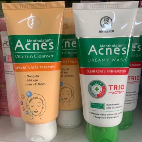 Sữa rửa mặt Acnes giá thành bình dân, dễ mua và thông dụng.