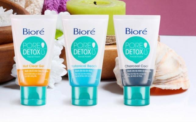 Bộ 3 sữa rửa mặt Bioré Detox giúp da đào thải độc tố.