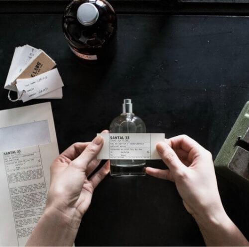 Nước hoa Le Labo 33 sở hữu bảng thành phần từ gỗ quý, mang theo mùi hương quyến rũ, nồng nàn.