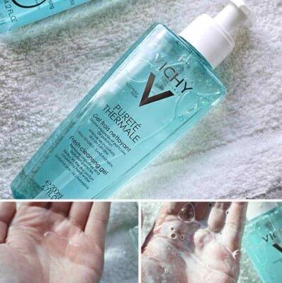 Sữa rửa mặt tạo bọt, chống ô nhiễm giúp làn da được bảo vệ khỏi những ảnh hưởng của khói bụi bên ngoài.
