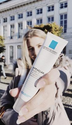 Kem dưỡng ẩm La Roche-Posay Effaclar Dou+ cấp ẩm, kháng khuẩn và ngừa mụn cho da.