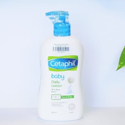 Baby Daily Lotion chuyên dành cho các bé nên rất lành tính, an toàn
