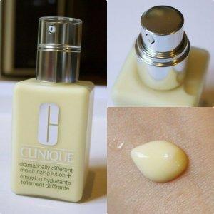 Kem dưỡng dạng lotion cấp ẩm hiệu quả cho da khô