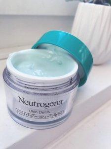Kem dưỡng ẩm Neutrogena Skin Detox.
