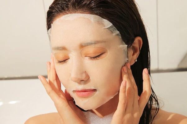 Không nên lạm dụng mặt nạ dưỡng da để trán phản tác dụng.