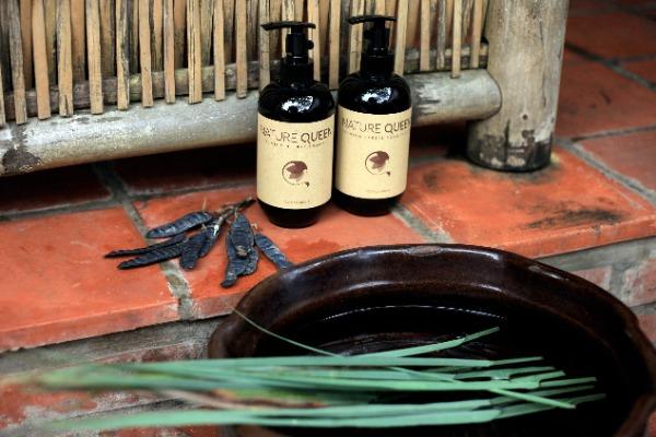 Dầu gội giúp tóc chắc khỏe, giảm gãy rụng và bồng bềnh.