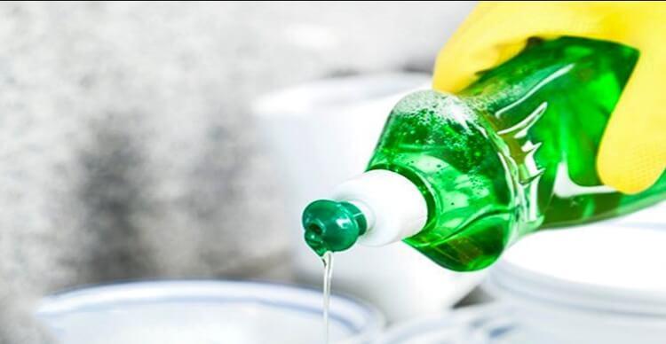 Nước rửa chén có thể làm sạch vết bẩn, mốc trên máy rửa mặt của bạn